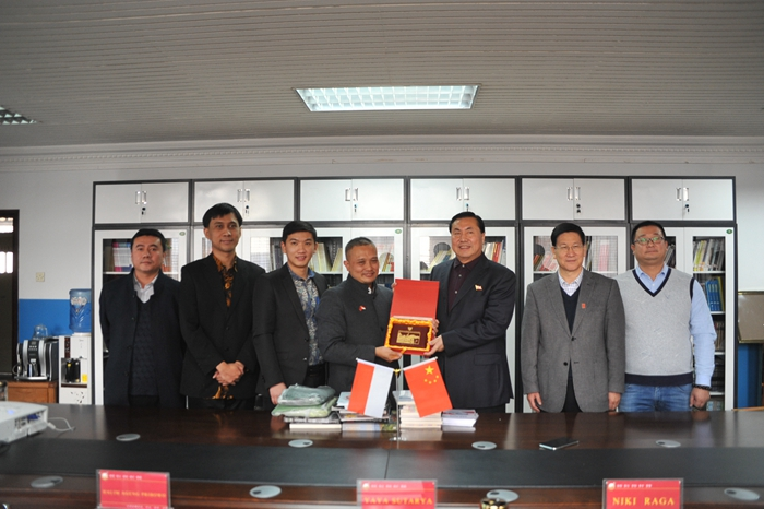 Mr.Yaya Sutarya, Education Counsellor of Indonesian Embassy in China, Visits Hebei Foreign Studies University